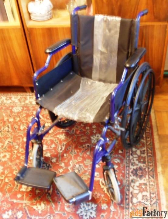 Кресло-коляска  TRIVES СА 931В с откидными полокотниками и съемными по