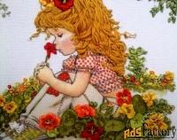 Картина вышитая лентами Девочка на поляне