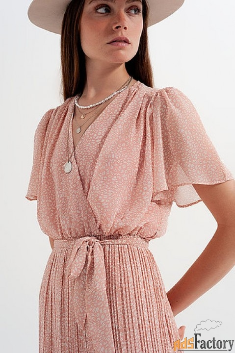 Мини-платье с леопардовым принтом.