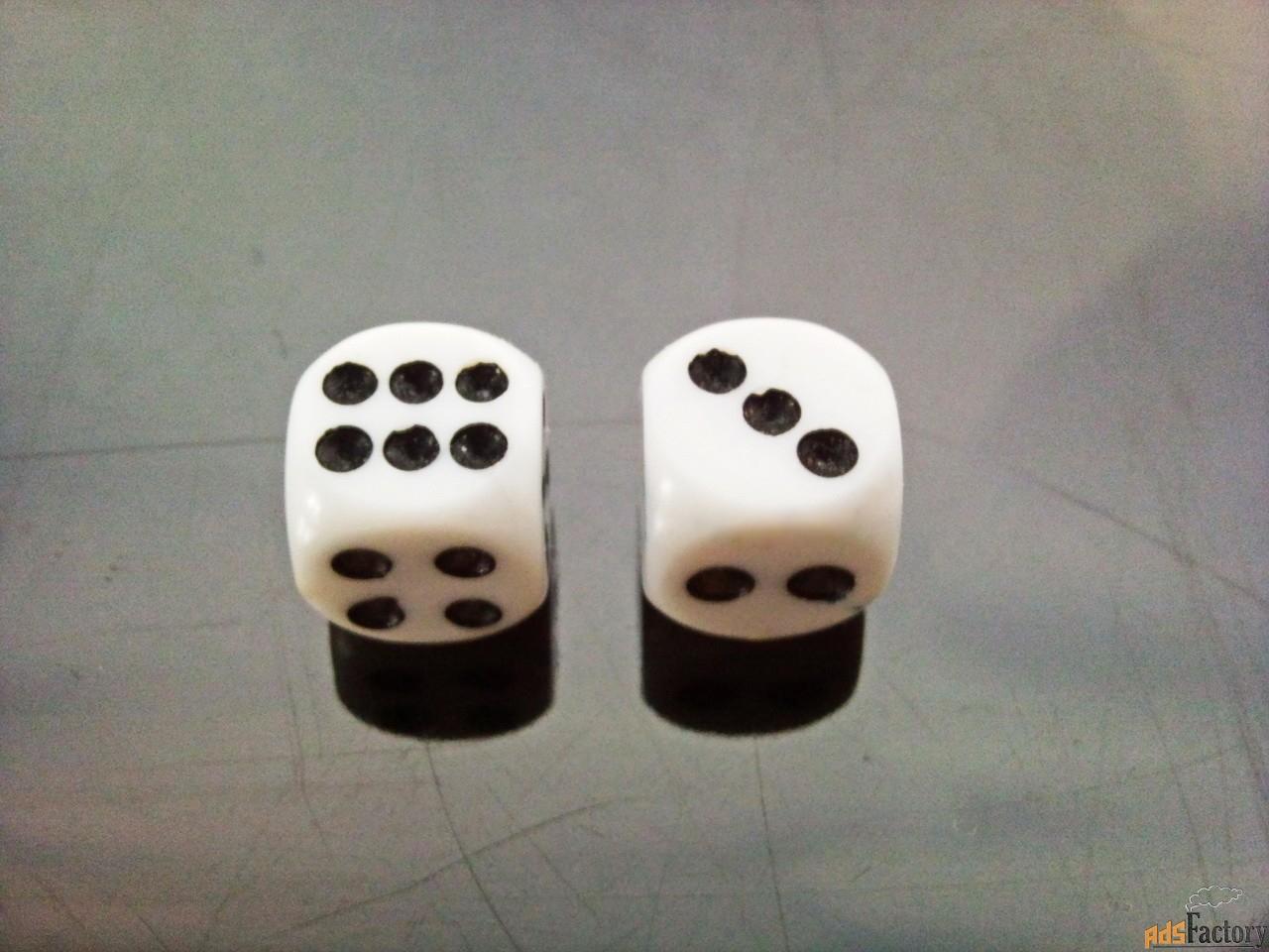 кубики для настольных игр.