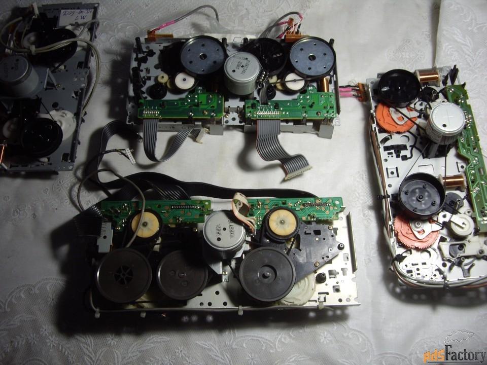 4  лентопротяжных механизма для кассетных дек