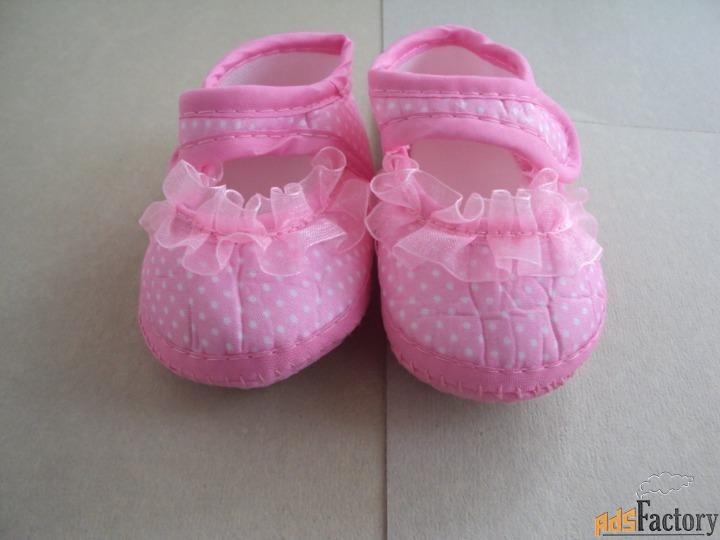 детские ботинки в горошек
