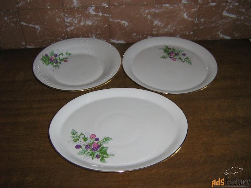 продаю набор их 3-х больших сервировочных тарелок