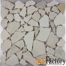 ломанная мозаика из бежевого мрамора для стен в наличии сочи