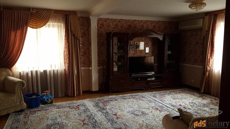 дом 380 м² на участке 1 сот.