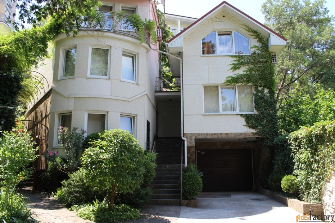 дом 444 м² на участке 9,5 сот.