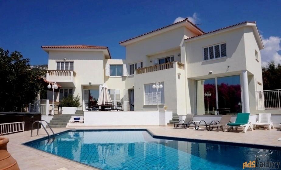 Впечатляющая 5-спальная вилла недалеко от моря в районе Пафоса-Кипр