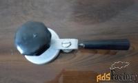 устройство для закатки банок при консервировании