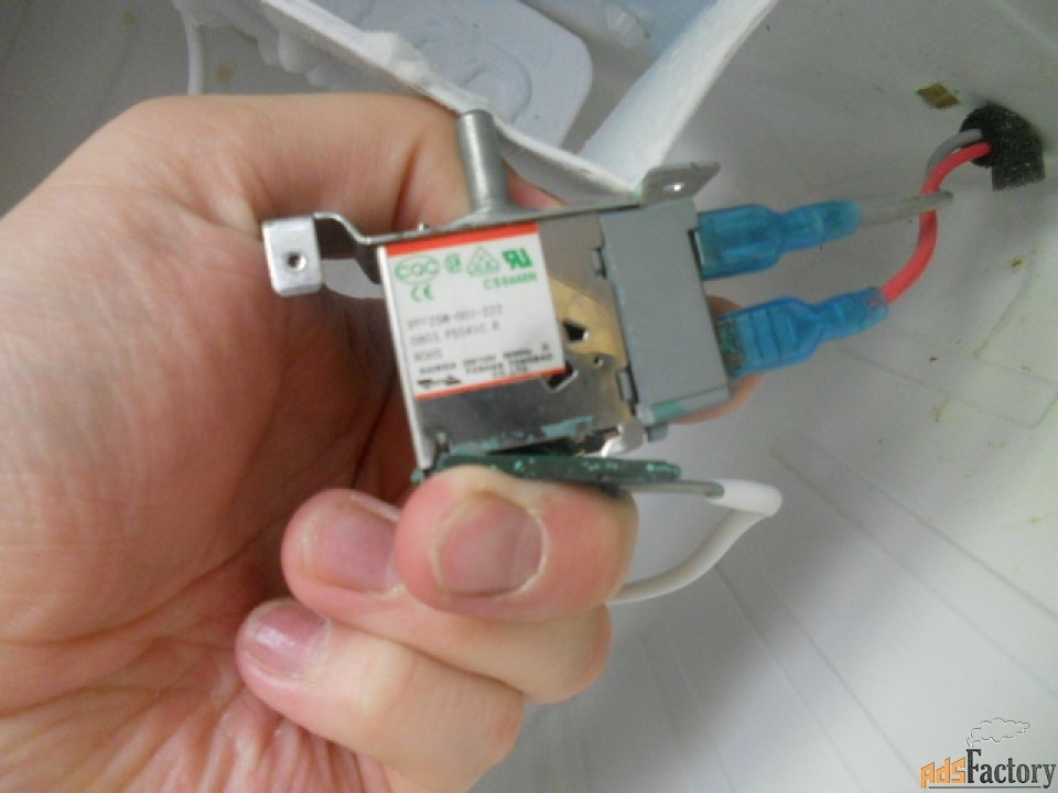 замена терморегулятора холодильника