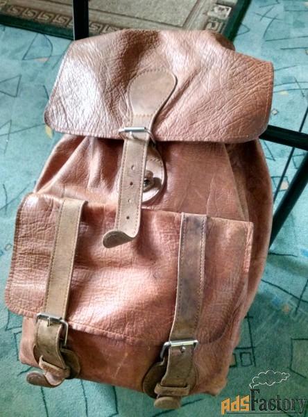 продаю кожаный рюкзак рыжий