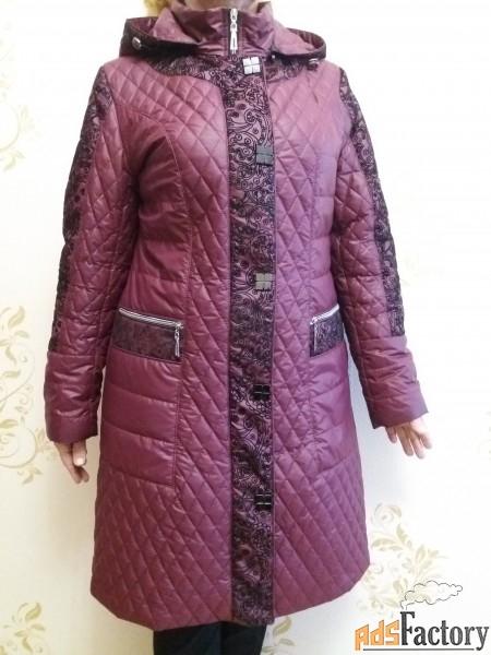пальто стеганное демисезонное с отстегивающимся капюшоном  новое.