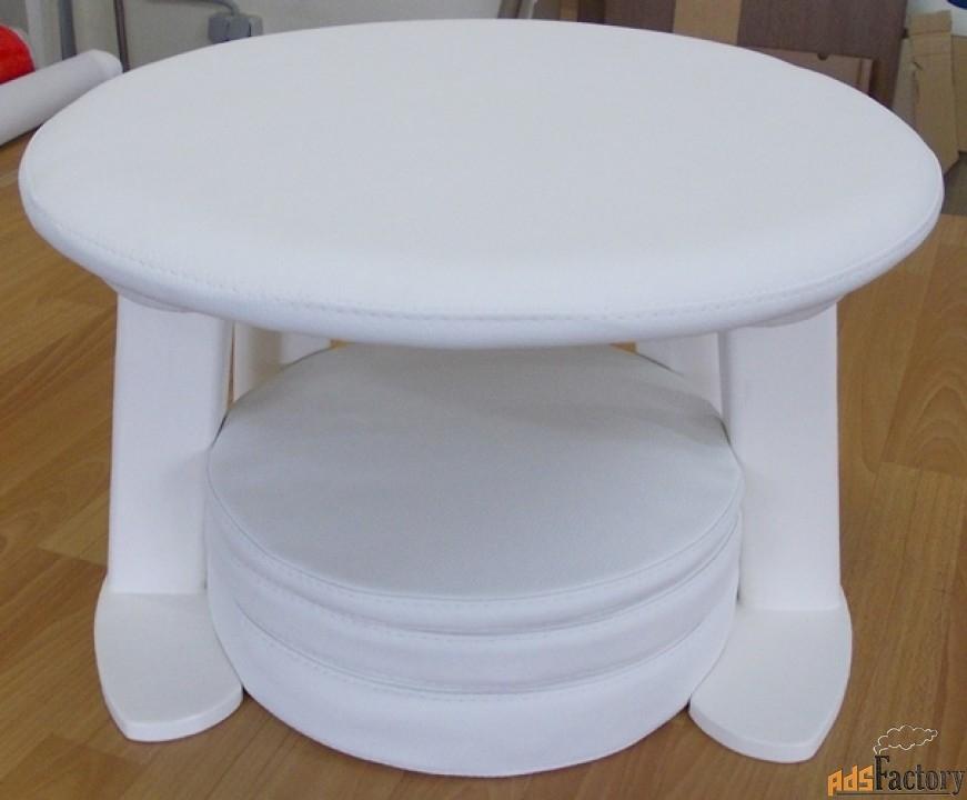 стульчик с отверстием для различных целей