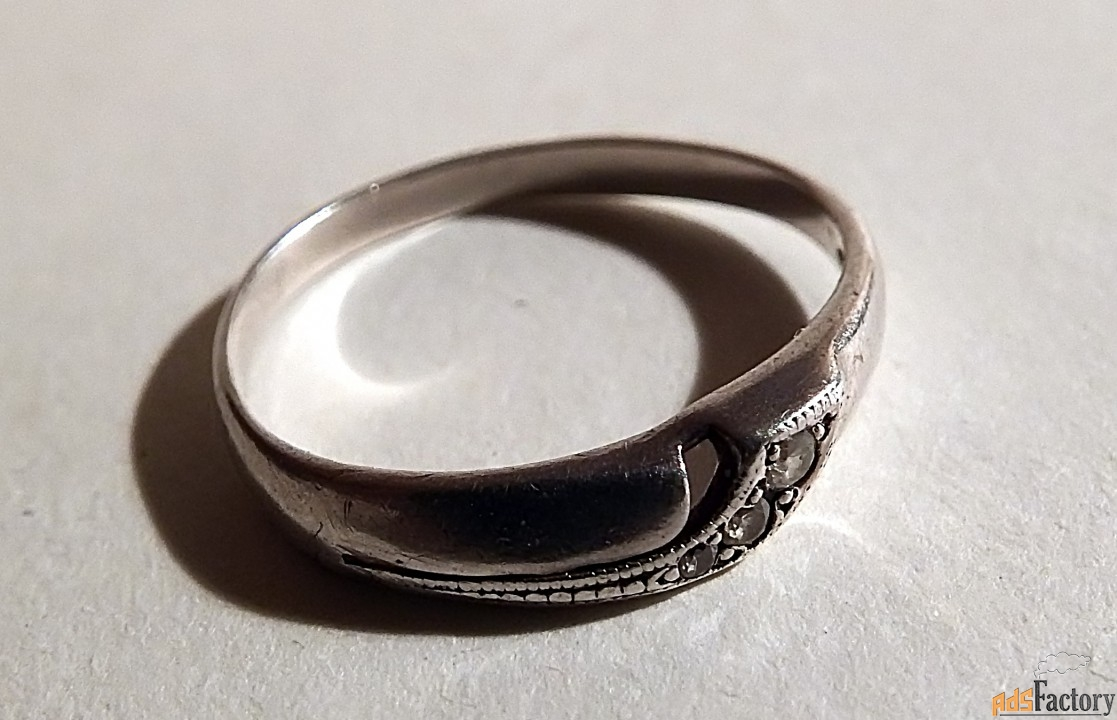 кольцо. 3 камня. серебро. ссср
