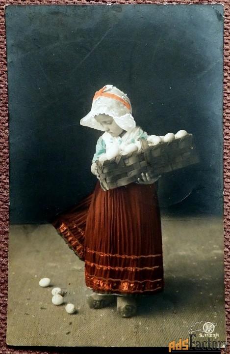 Антикварная открытка Пасха (девочка с корзинкой)