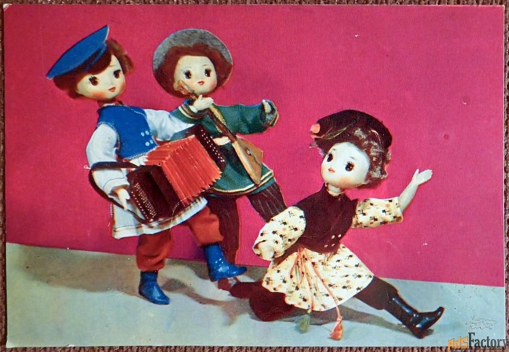 Открытка Всяк молодец, на свой образец. Худ. Спасская. 1968 год