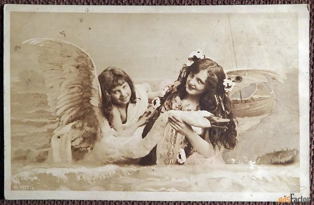 Антикварная открытка Девушки с лебедем