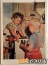 открытка помогаем маме. серия дети. 1956 год