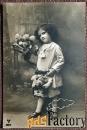 Антикварная открытка Мальчик с цветами