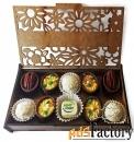 изысканные шоколадные угощения в упаковках различной формы