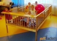 большой деревянный манеж для детских учреждений