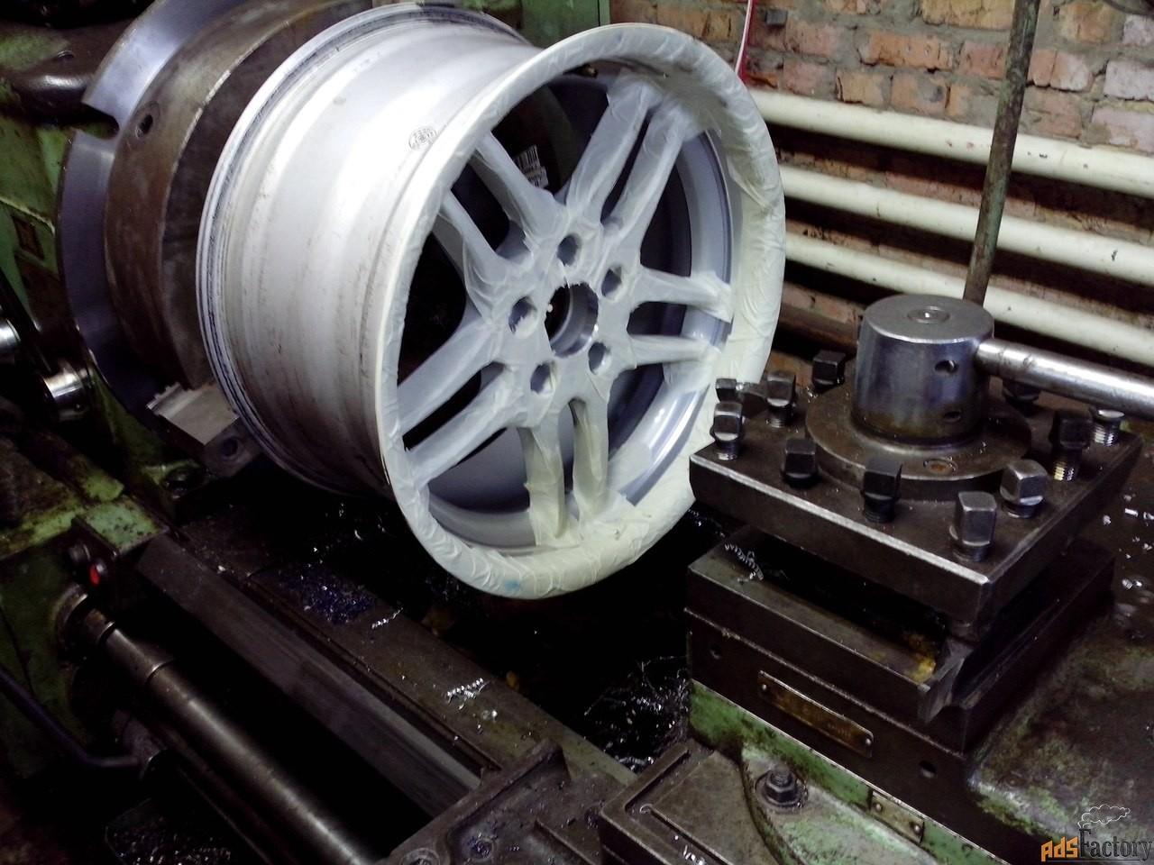 расточка центрального отверстия дисков.